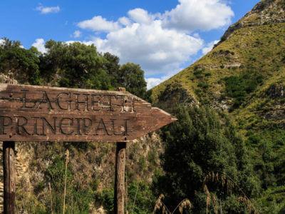 Weg zur Laghetti Principali, also den Haupt-Badeteichen der Casagrande
