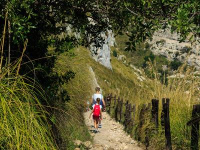 Der Weg in die Cava Grande führt über Schotterwege...